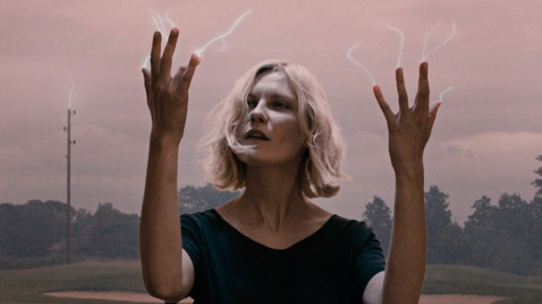 Justine with static hands