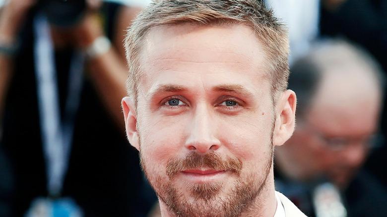 Gosling poses on red carpet
