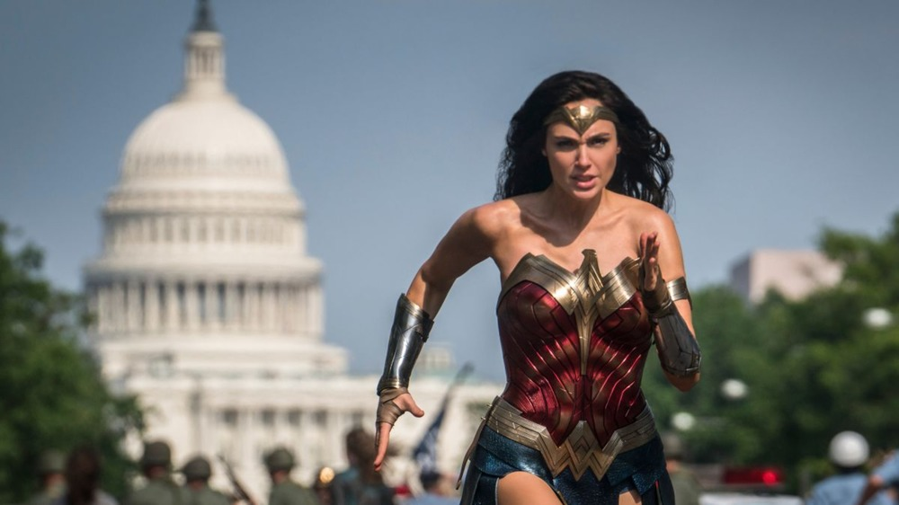 Diana (Gal Gadot) runs in front of White House in Wonder Woman 1984