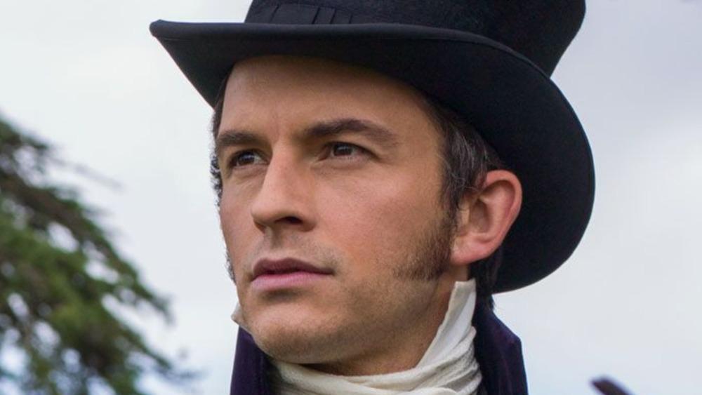 Anthony Bridgerton wears a hat