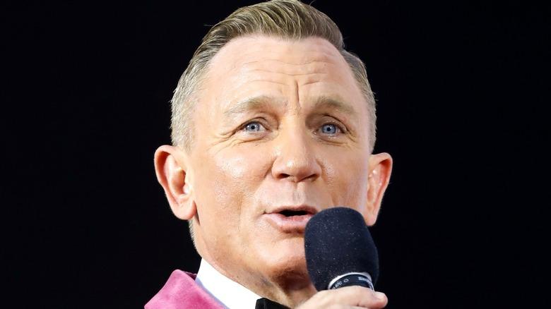 Daniel Craig pink tuxedo No Time to Die premiere