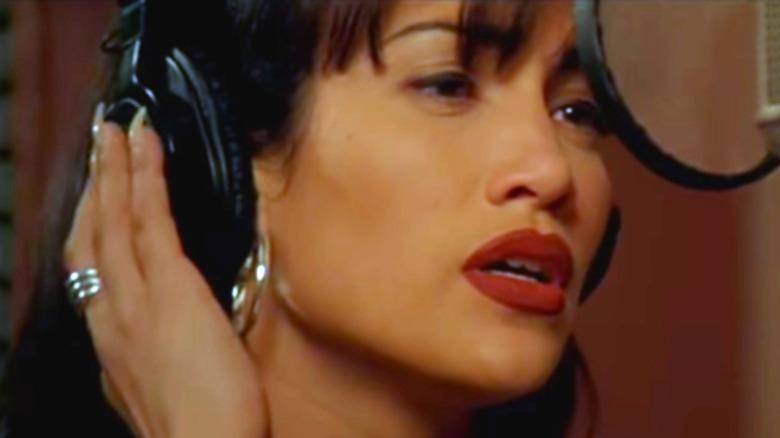 Jennifer Lopez as Selena Quintanilla-Pérez singing