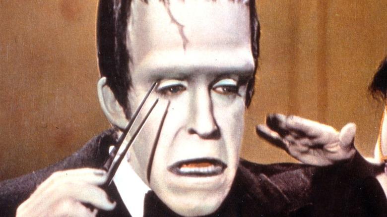 Ed Munster plucking eyebrows