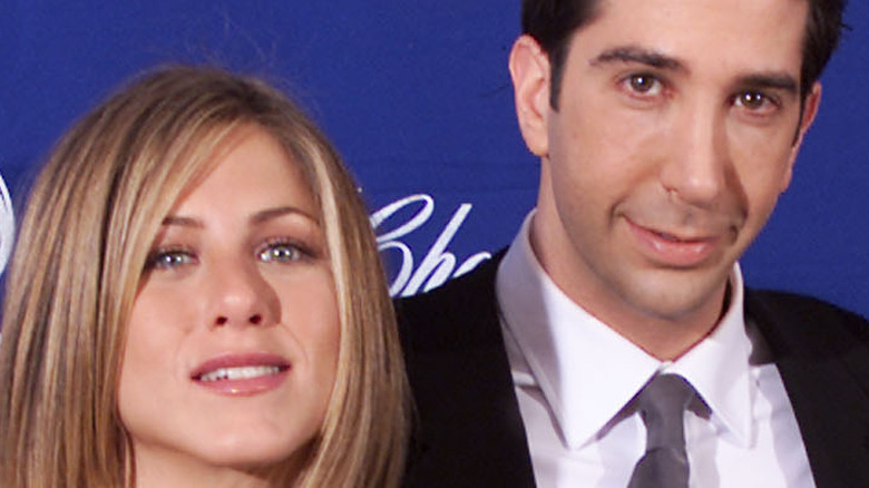 Jennifer Aniston and David Schwimmer smiling