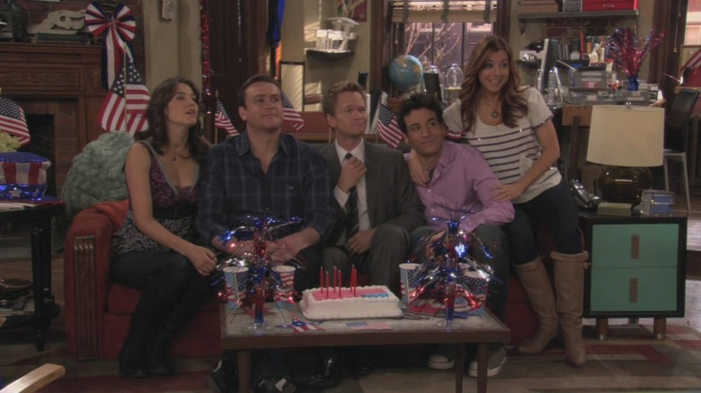 Robin, Marshall, Barney, Ted, and Lily pose for a picture on How I Met Your Mother