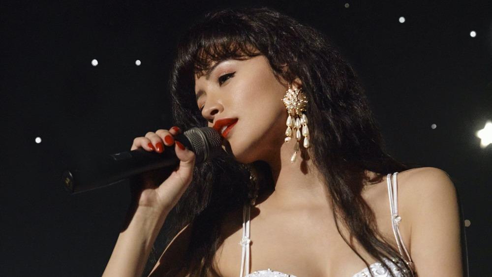 Selena singing with mic