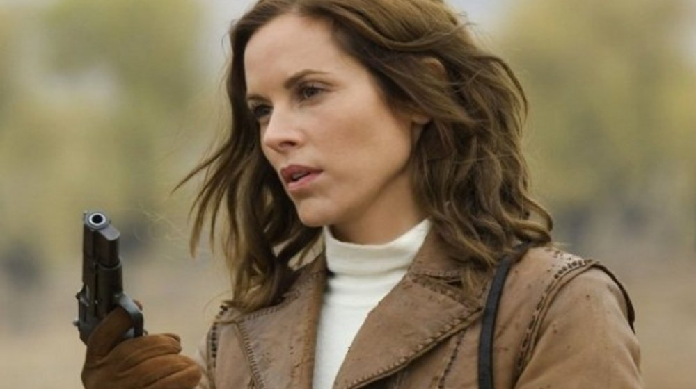 Maria Bello as Evie O'Connell in The Mummy: Tomb of the Dragon Emperor