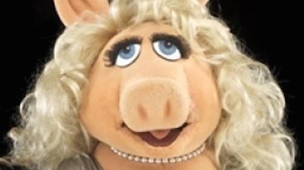Miss Piggy in pearls