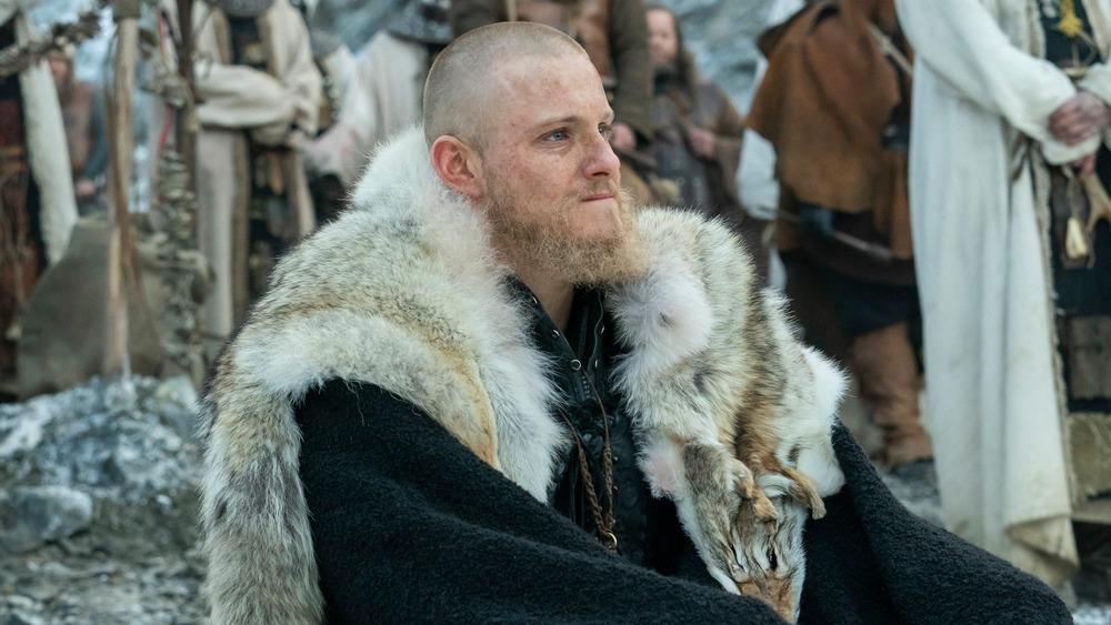 Alexander Ludwig Bjorn Vikings wearing pelt
