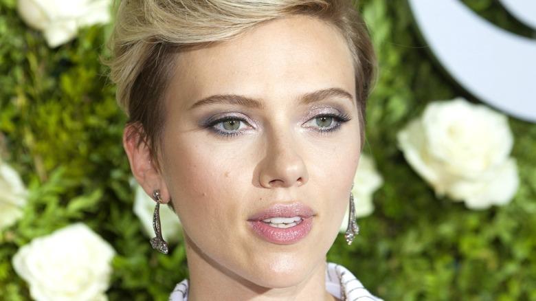 Scarlett Johansson sparkly eyeshadow