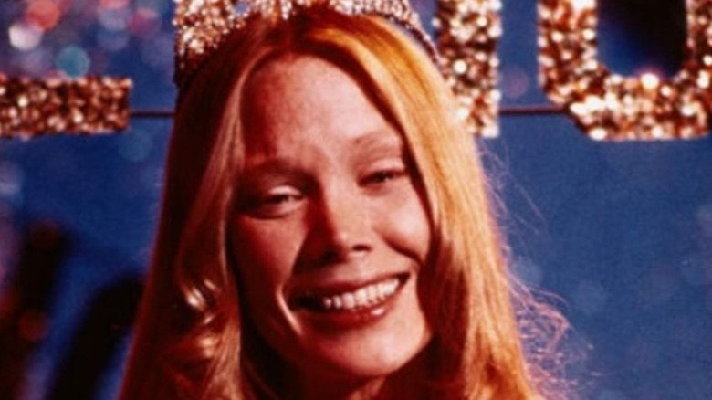 Carrie White prom queen crowning