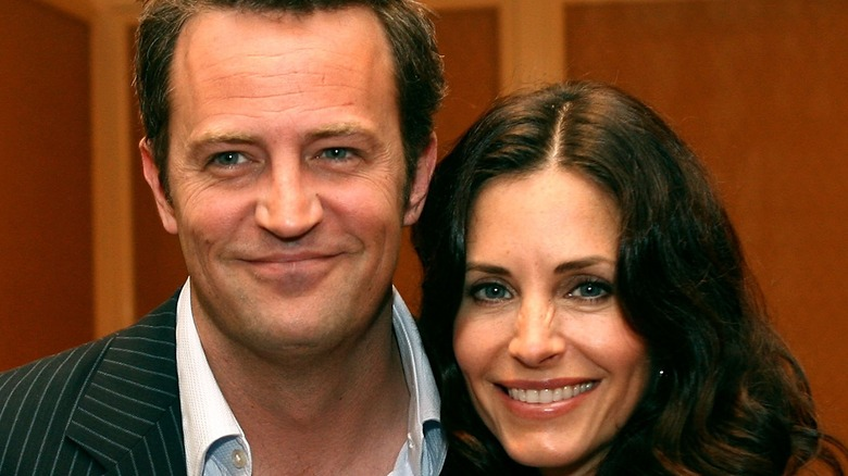 Matthew Perry and Courteney Cox pose together
