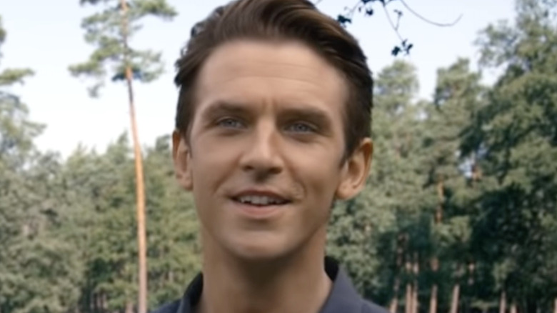 Dan Stevens standing in forest in I'm Your Man
