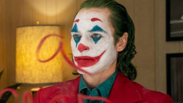 Joaquin Phoenix Joker looking in mirror