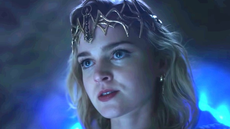 Kinsey wearing the Crown of Shadows