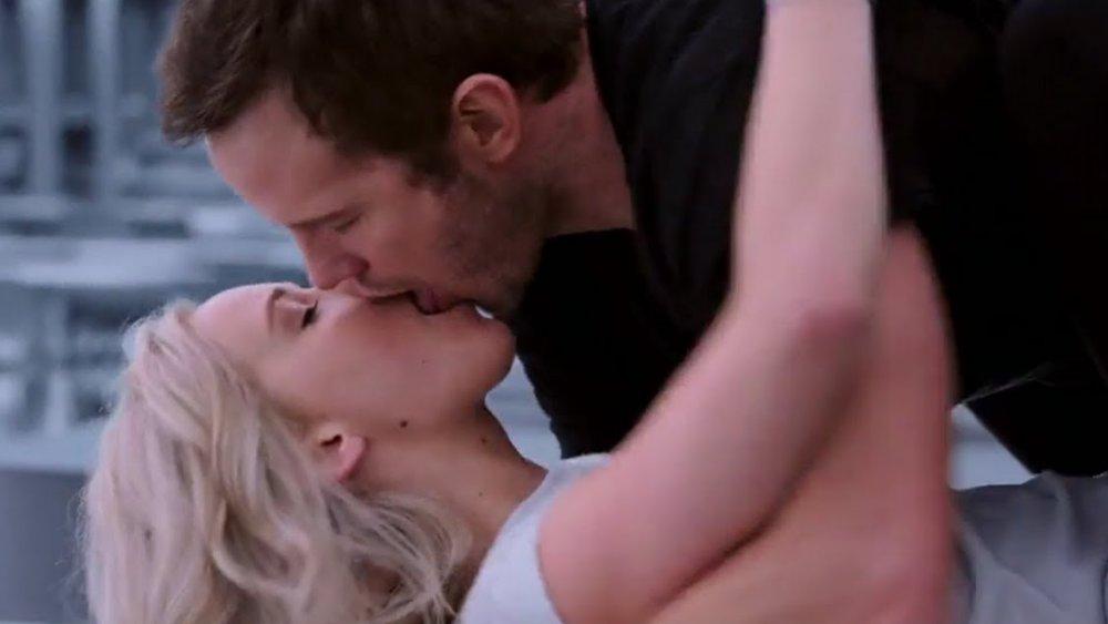 Jennifer Lawrence as Aurora Lane kisses Chris Pratt as Jim Preston in Passengers