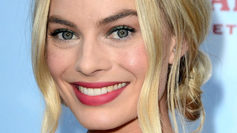 Margot Robbie wearing pink lipstick