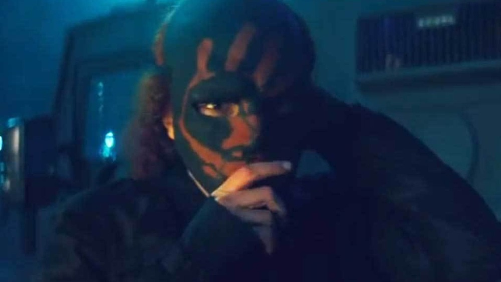 Karli Morgenthau holding her mask