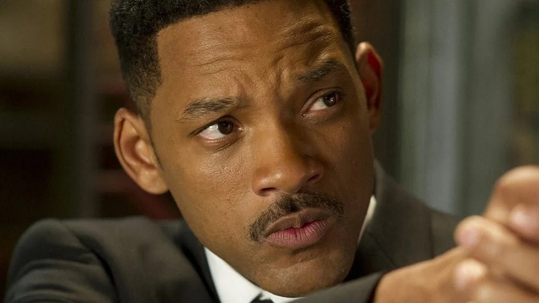 Will Smith aims weapon