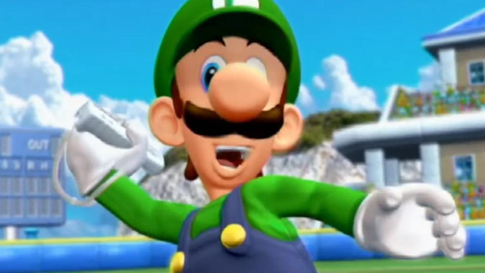 Luigi Holding Wiimote