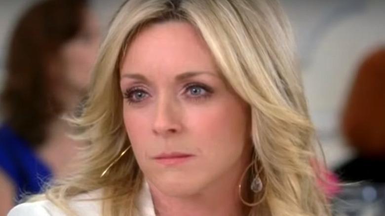 Jenna Maroney wearing gold earrings
