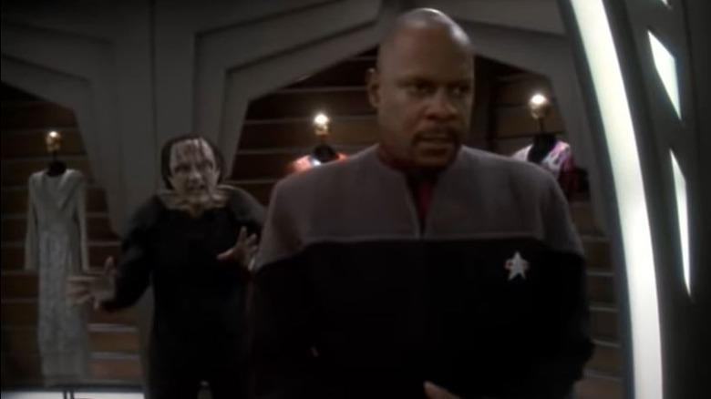 Garak speaks to Sisko