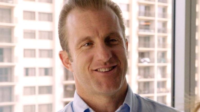 Scott Caan on an episode of Hawaii Five-0