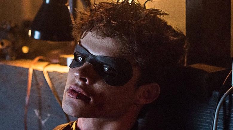 'Titans' Dick Grayson in mask bleeding