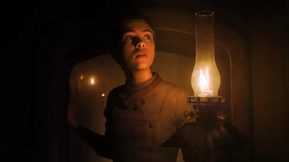 Sophia Lillis raising a lantern