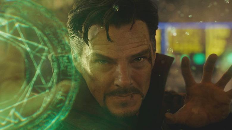 Benedict Cumberbatch Doctor Strange manipulating time