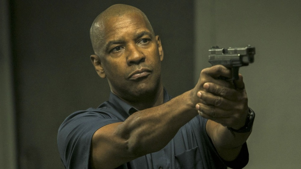 Denzel Washington with gun