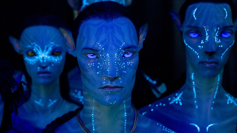 Na'vi glowing in Avatar