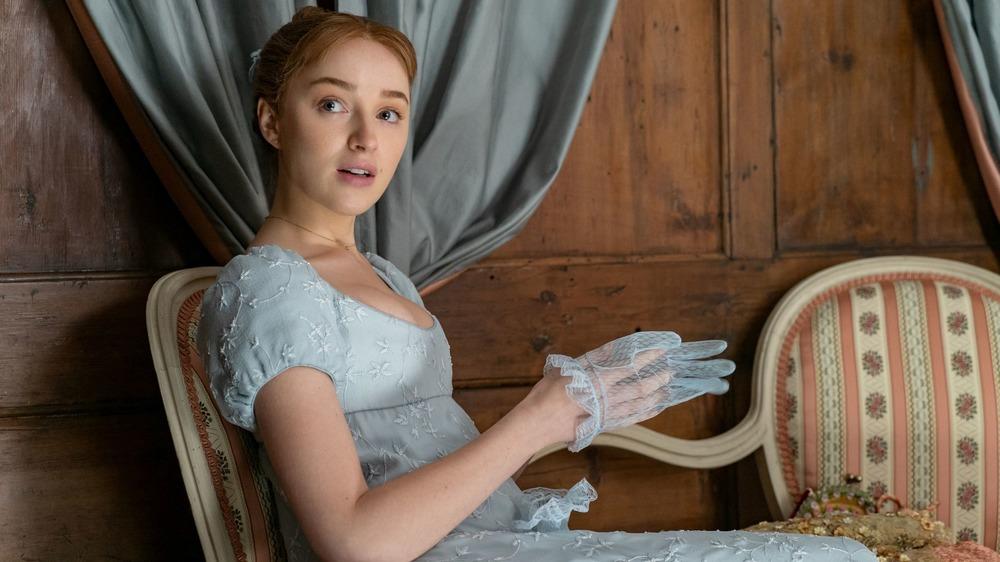 Daphne slips on her gloves on Bridgerton