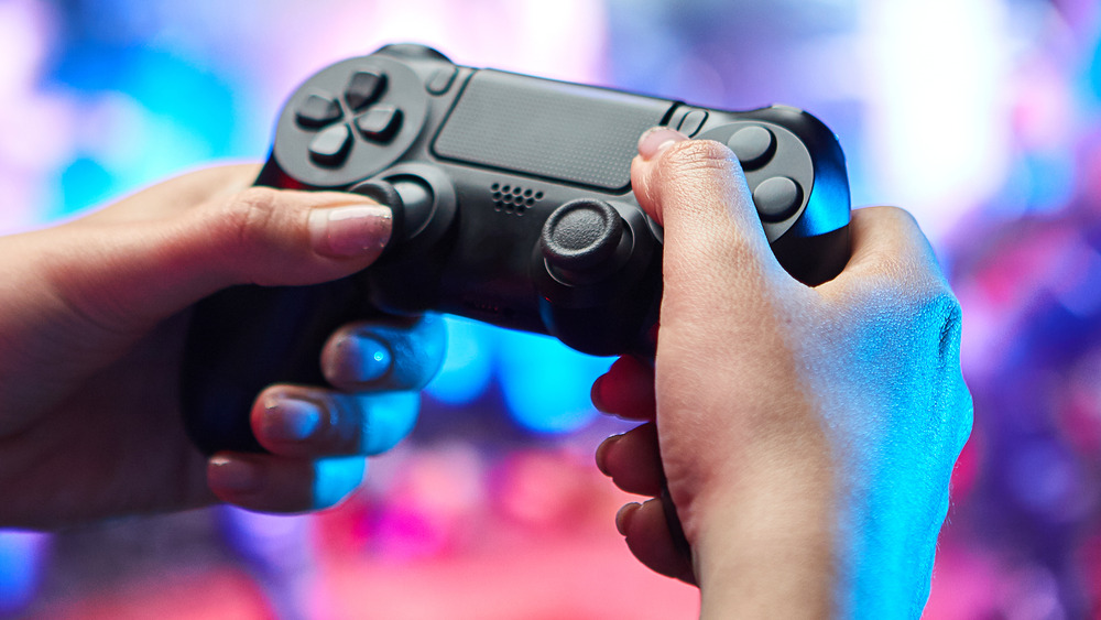 Gamer holding controller