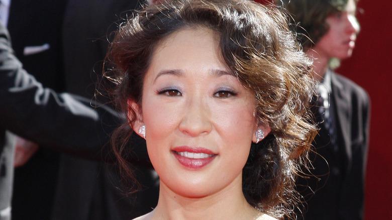 Sandra Oh smiling on red carpet