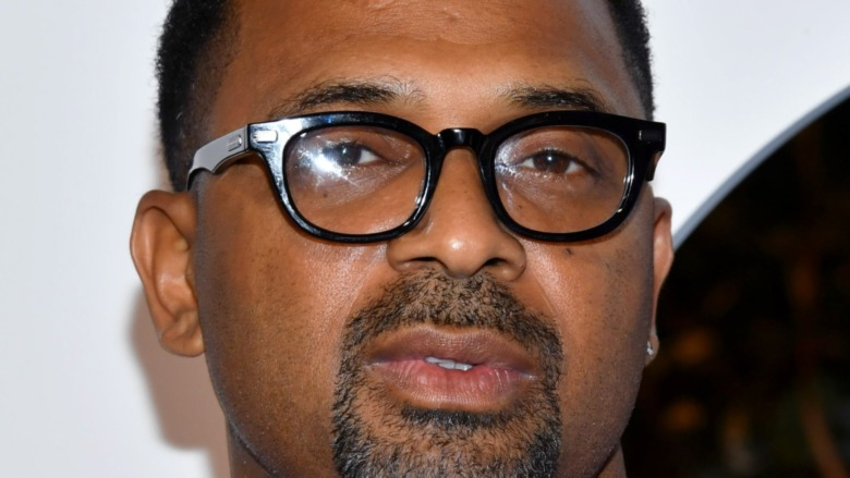 Mike Epps wearing glasses