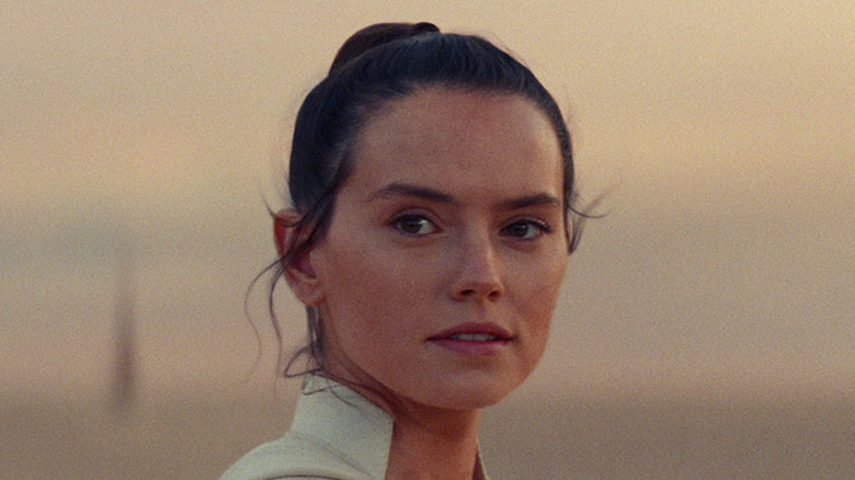 """Daisy Ridley on Tatooine at the end of """"Star Wars: The Rise of Skywalker"""""""