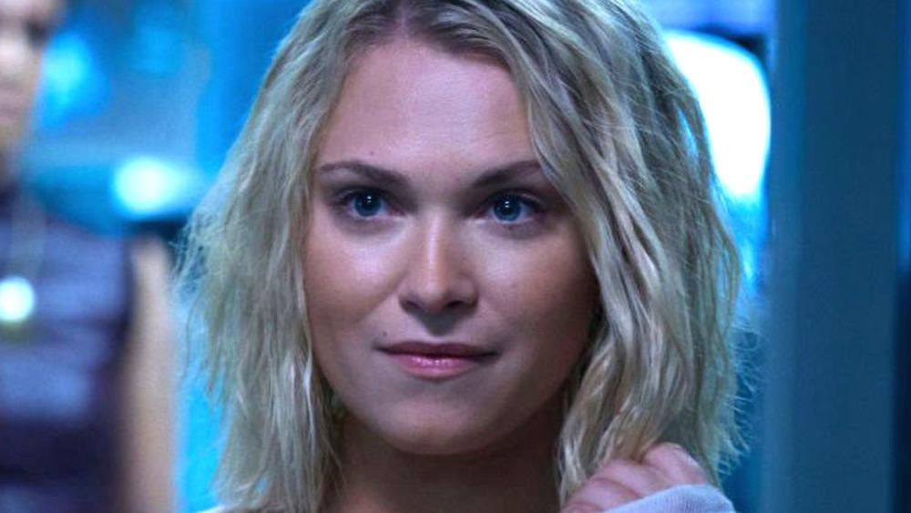 Josephine as Clarke smirking in The 100