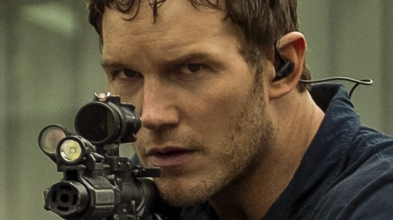 Chris Pratt holding gun