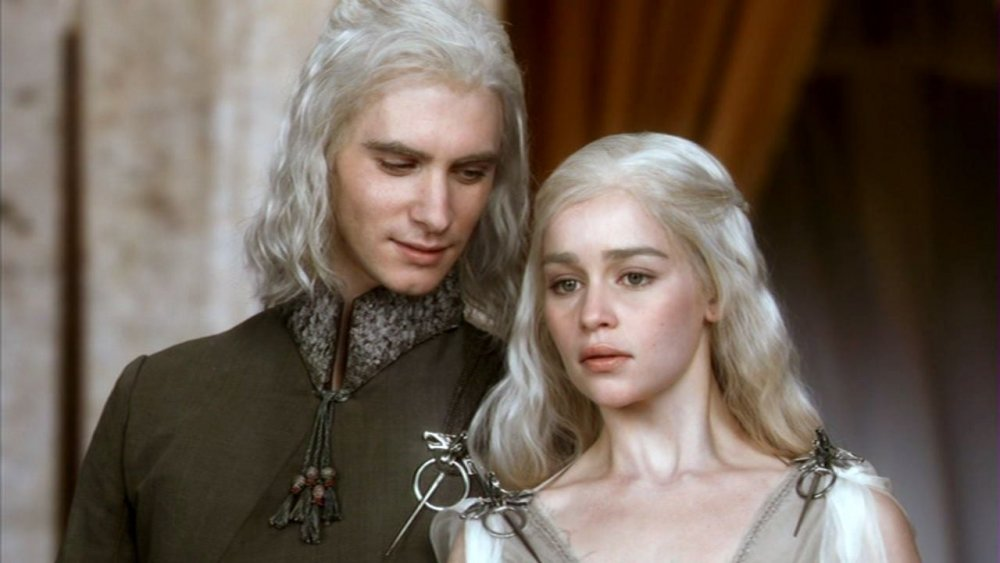 Harry Lloyd as Viserys Targaryen and Emilia Clarke as Daenerys Targaryen in Game of Thrones