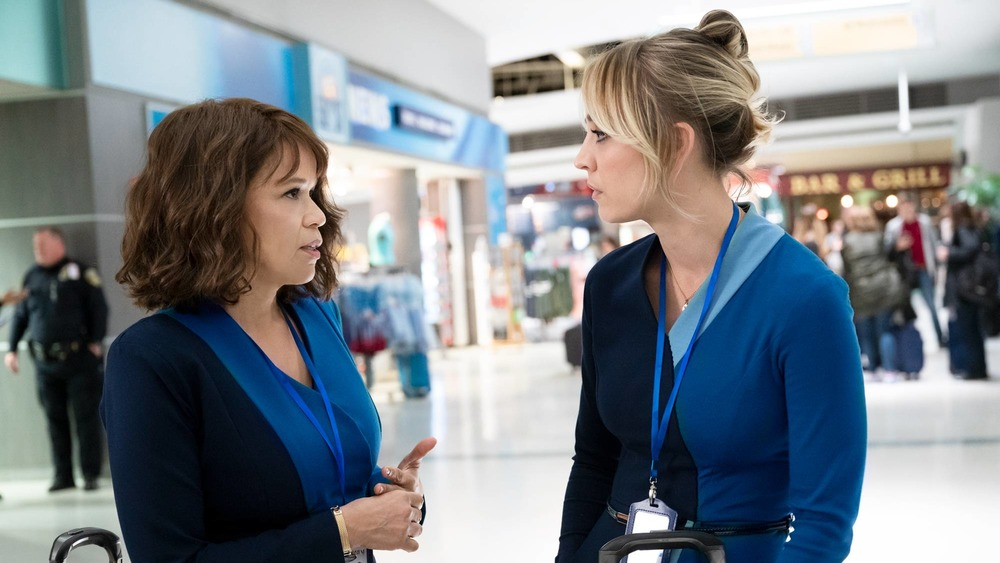 Rosie Perez and Kaley Cuoco in the airport