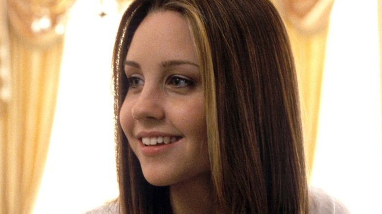 Young Amanda Bynes smiling