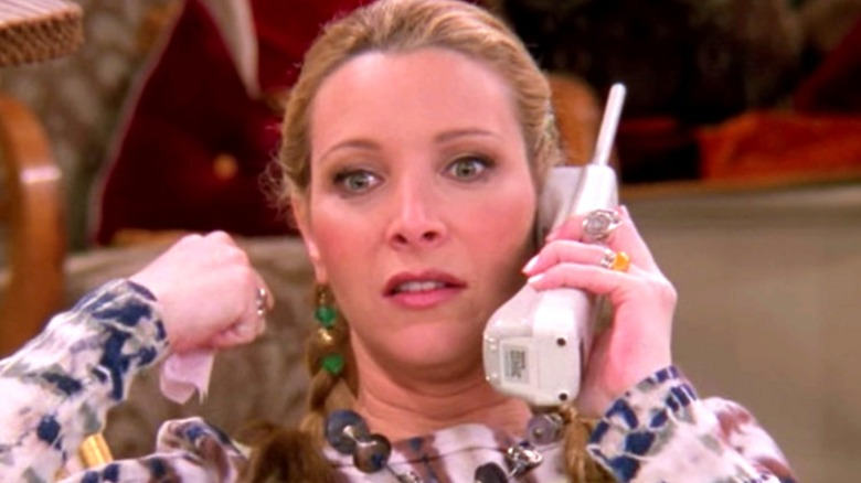 Phoebe holds a phone on Friends