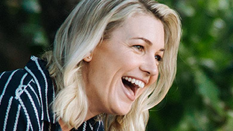 Saskia Hampele as Laura