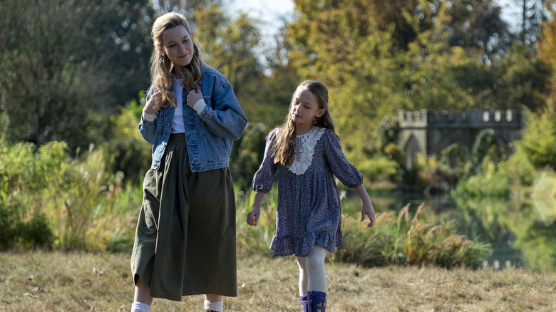 Victoria Pedretti and Amelie Bea Smith on The Haunting of Bly Manor