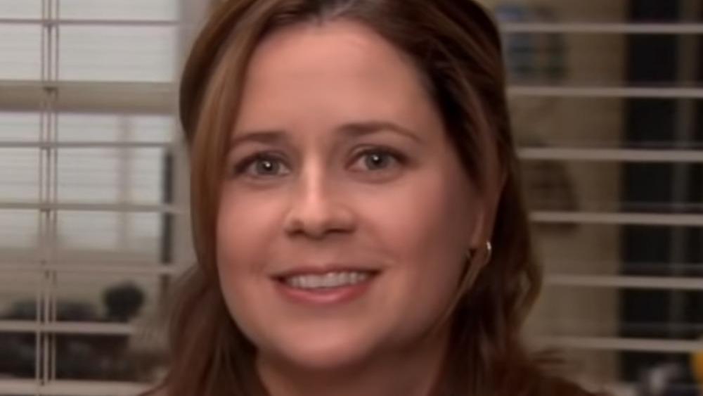 Jenna Fischer Pam smiling blinds