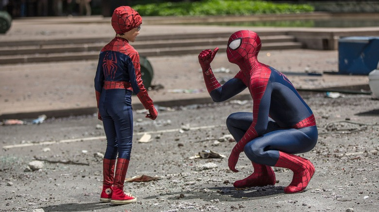 Spider-Man talks to young Spidey cosplayer