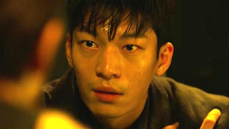 Jun-ho sweating in Squid Game