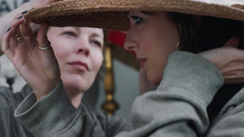 Olivia Colman as Leda and Dakota Johnson as Nina in The Lost Daughter