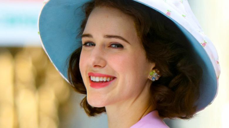Rachel Brosnahan as Midge smiling